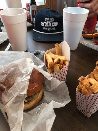 Auburn, AL: Chees Burger...Fries...Drinks...GOOD STUFF!!