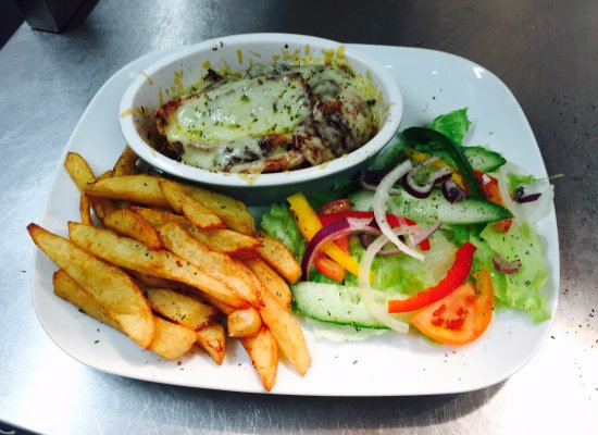 Studley, UK: Our 'Oven Baked BBQ Chicken Melt' with homemade chips and side salad!!