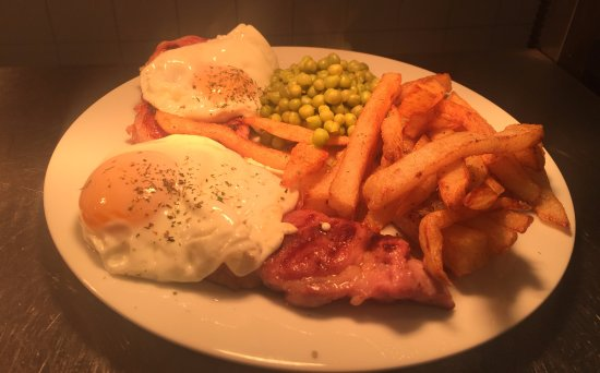 Studley, UK: Our '8oz Horseshoe Gammon Steak' with runny eggs, homemade chips and peas!!
