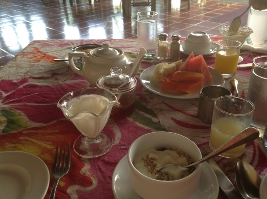 Kariwak Village Holistic Haven and Hotel: Breakfast, before the hot course!
