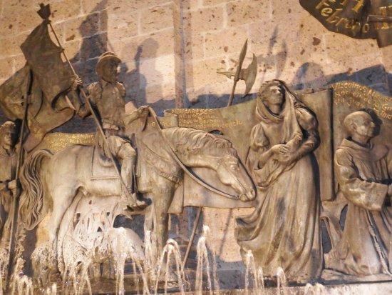 Historia de guadalajara en un mural con relieve foto di for Caracteristicas de un mural