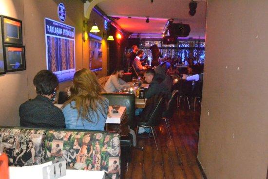 Turuncu Cafe Pub : Canlı müzik giriş
