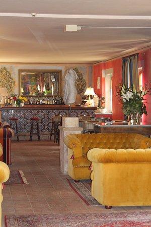 Hotel Bramante: The bar area.