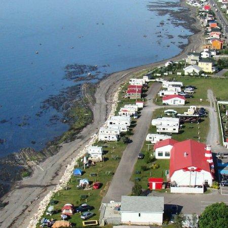 Sainte-Flavie, Kanada: Vue aérienne Camping en bord de mer Capitaine Homard