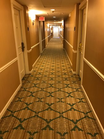 The Elms Hotel and Spa: Hallway