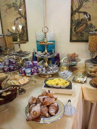 Hotel Cecil: Ontbijttafel