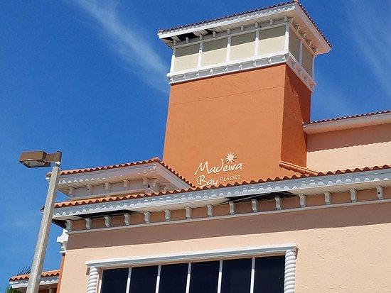 Madeira Bay Resort: Soffit in disrepair
