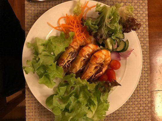 Jumbo prawns and salad