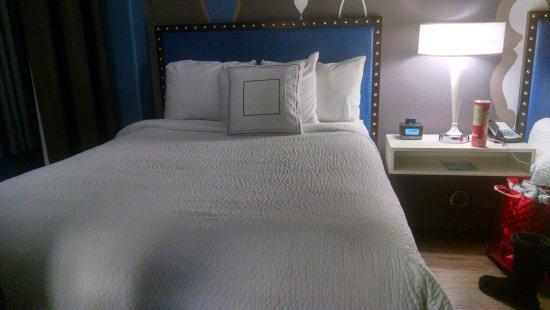 Fairfield Inn & Suites Chicago Downtown/Magnificent Mile: Uma das camas.