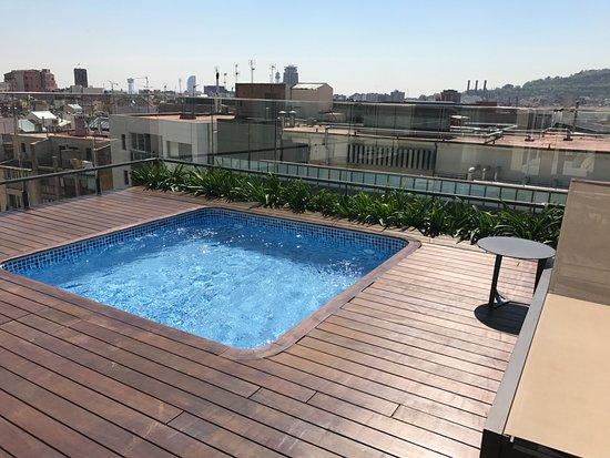 Catalonia Ramblas: Privata poolen på takterrassen.