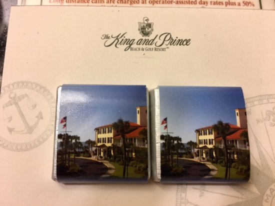 The King and Prince Beach and Golf Resort: chocolates in room