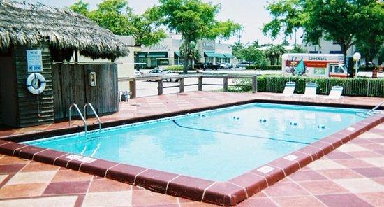 Americas Best Inns & Suites: Pool