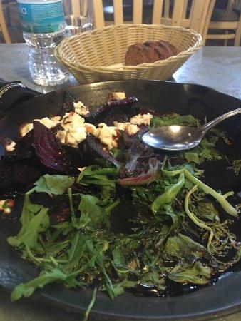 El Taller Baja Med Cocina: Buena experiencia, servicio excelente. Entrada cazuela de mariscos, plato fuerte pesca del día (