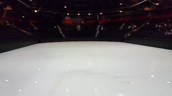 Blackpool Pleasure Beach Arena : Perfect ice ready for skating!