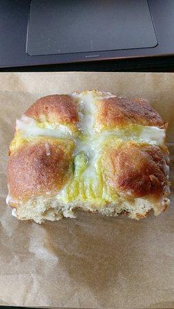 El Cerrito, Kaliforniya: Hot cross bun! $2