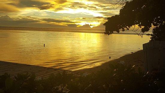 Linareva Moorea Beach Resort: coucher de soleil sur le lagon