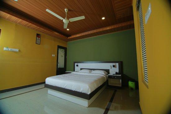 Mountain Dews Hotel & Resort