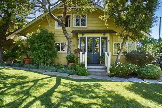 Arabella Laguna: Main Cottage upstairs is Myrtle Suite