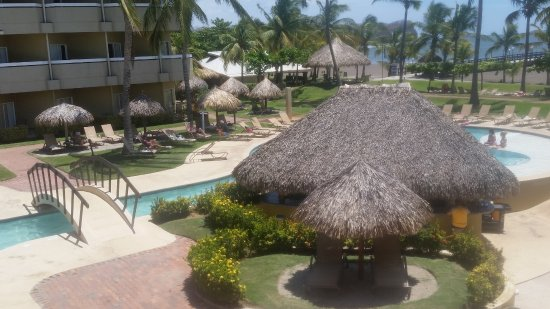 Doubletree Resort by Hilton, Central Pacific - Costa Rica: Pool with Swim Up Bar.........kids area to the left of this.