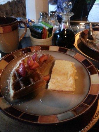 Hilltop Manor Bed & Breakfast: Sigh, another scrumptious breakfast.