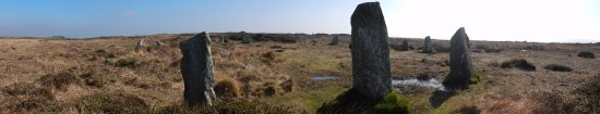 Madron, UK: Boskednan stone circle is a short walk from Men-an-tol.