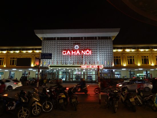 Vietnam Impressive Travel - Private Day Tours: Estación de Hanoi