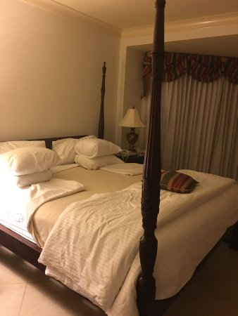 Mammee Bay, Jamaica: turn down service