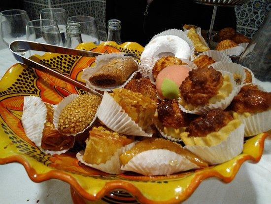 Jouy en Josas, Francia: Pâtisseries Hummmm
