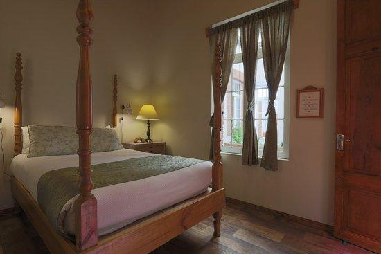 Cama artesanal de patas torneadas // Muebles vintage de madera ...