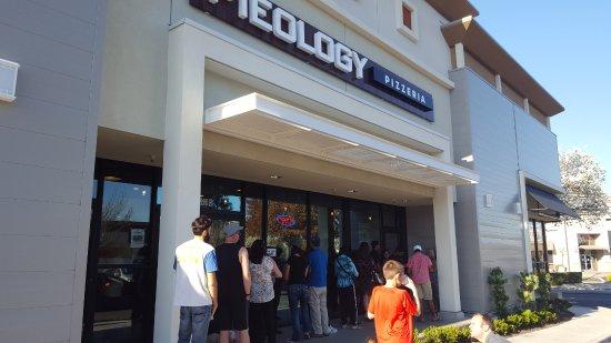 Dublin, Kaliforniya: Long line on Pi Day (I didn't wait in it!)