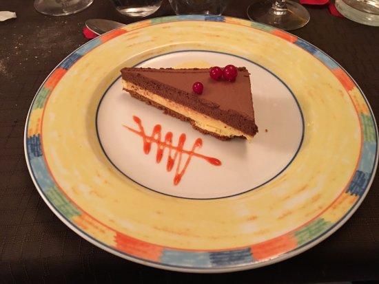 Marignane, Γαλλία: Délice des amoureux au chocolat et à la passion, biscuit spéculos, crème de noix de coco