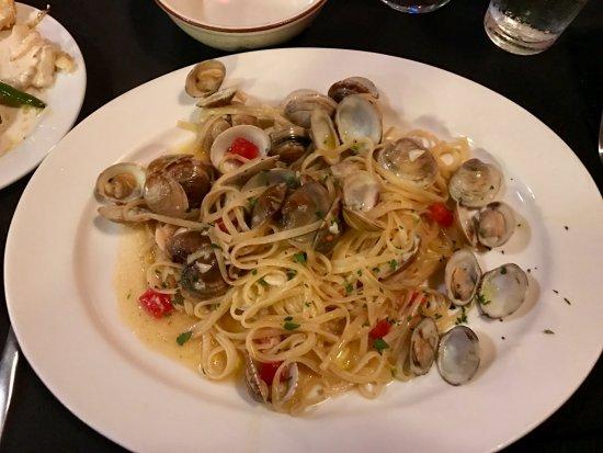 La Terrazza Restaurant: Linguini con vongole (Linguini and clams)