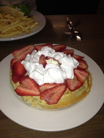 Farmington, MO: Strawberry Waffle! Omg!