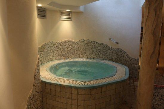Indoor whirlpool rund  Indoor Whirlpool - Bild von Hotel Garni Günther, Postal (Burgstall ...