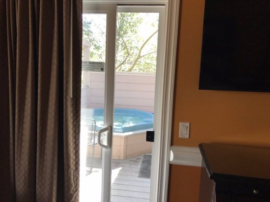 Sycamore Mineral Springs Resort and Spa: Private patio with spa