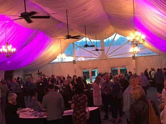 Cranbrook, Canada: Saturday night - Wine Tasting in the gracious tent