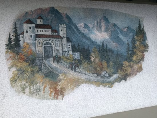 Der Ritterhof Inn: some of the artwork painted on the outside walls of the motel