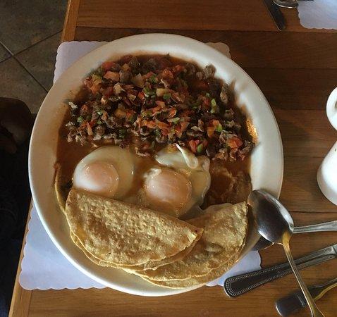 Meson Leonardos : eggs and machaca