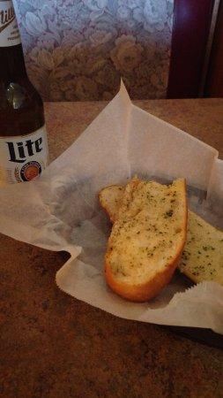 Porto-Fino Pizza & Restaurant: garlic bread and beer