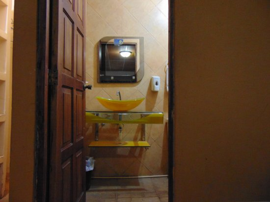 Managua Hills Bed and Breakfast: Bathroom - ixed Shared Dorm (4 individual beds)