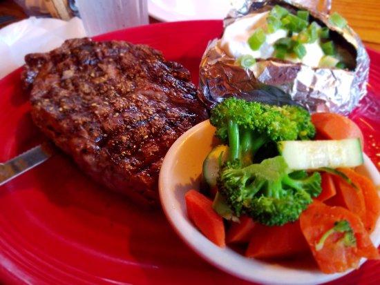 Janet's Montana Cafe: Ribeye steak, veggies and loaded baked potato