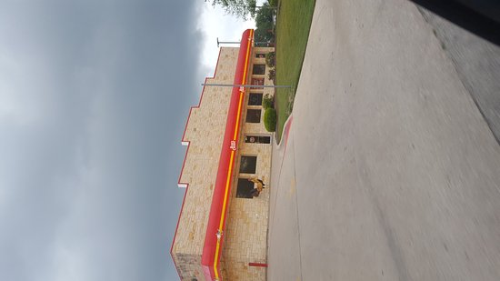 Lampasas, TX: It's fast food chicken with great service.