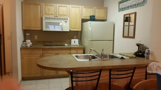 Mill Creek Hotel: Kitchen with full size appliances.. dishwasher too!