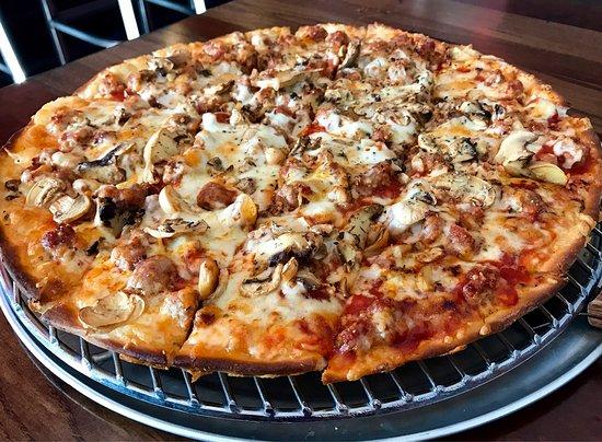 Aurelio 39 s pizza fishers omd men om restauranger for Pizza and fish express