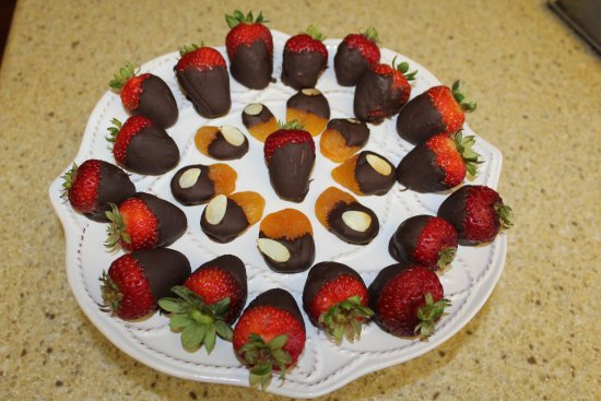 Wilson, WY: Chocolate-dipped fruit