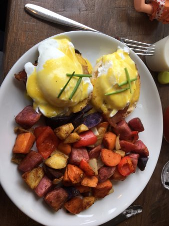 South Jamesport, NY: Classic Eggs Benedict