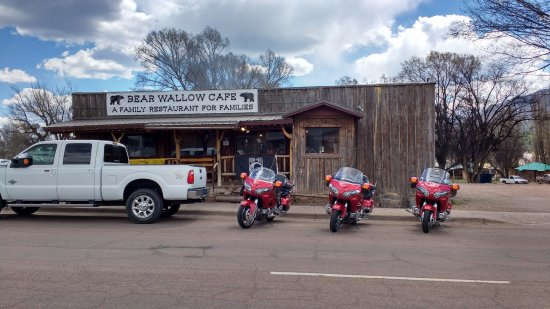 Alpine, Arizona: More nice motorcycle folks arrived.