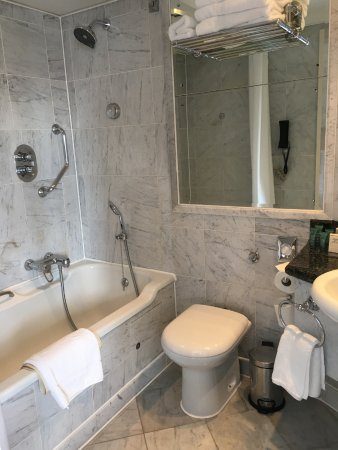 Small bathroom picture of london hilton on park lane london tripadvisor Bathroom design jobs london