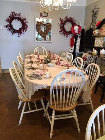 Juno Beach, FL: Table set for a group coming for afternoon tea!
