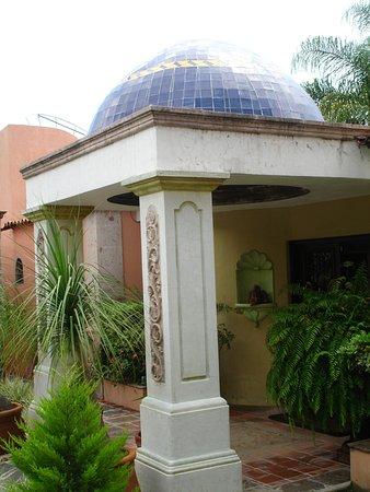 Casa Tres Leones: Front entrance door